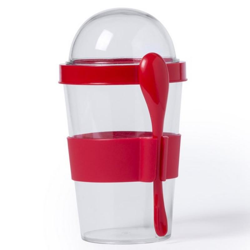 vaso transparente con cuchara roja