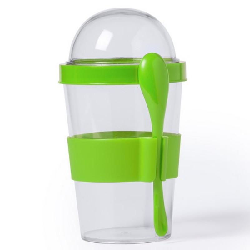 vaso transparente con cuchara verde